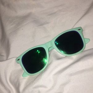 Accessories - Mint Sunglasses